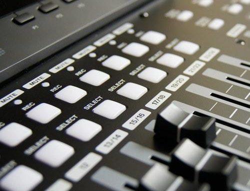 Få et solidt lydsystem til hjemmet